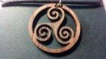 Holz-Schmuck-Anhänger Celtic Triskell