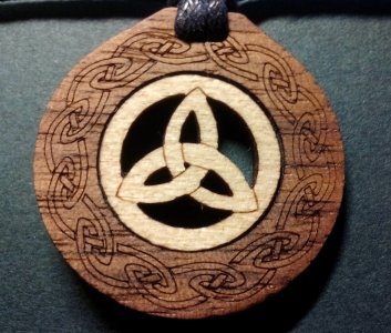 Holz-Schmuck-Anhänger Trinity 1